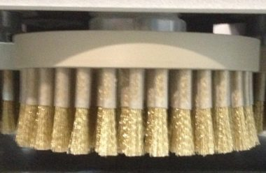 Stosowanie narzędzi dyskowych umożliwia równoczesne nadawanie struktury dla drewna poprzecznego i wzdłużnego.